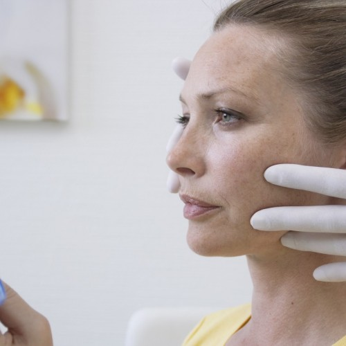 Hautveränderungen im Gesicht rechtzeitig untersuchen lassen!