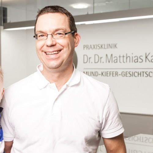 Herzliche Weihnachtsgrüße vom Team der Praxisklinik Dr. Dr. Karallus