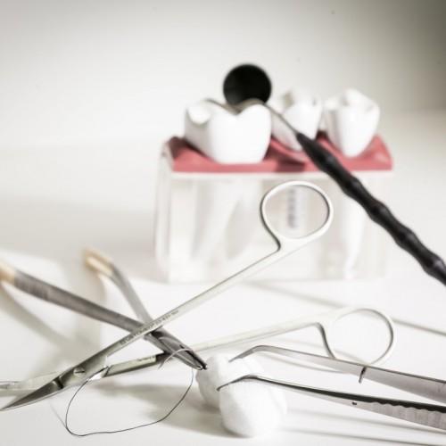 Rosa Ästhetik: So kann der Zahnarzt das Zahnfleisch wiederherstellen